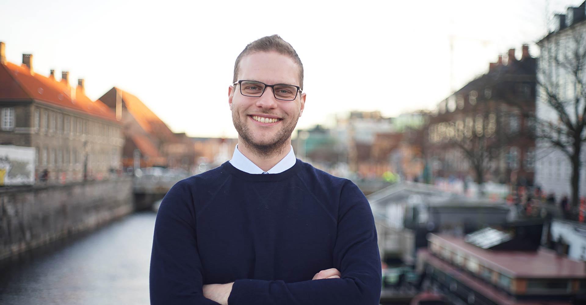 Bag Intelligo Denmark står Julian F. Christmas, Julian har erfaring siden 2008 med konverteringsoptimering og opbygning af tillid til nye brands
