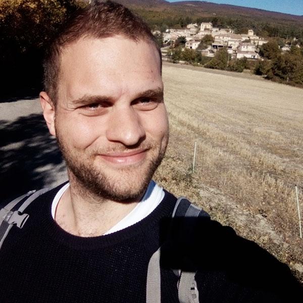 Vandreture i det franske bjerg landskab er noget Julian sætter stor pris, generelt er han glad for at være ude i naturen.